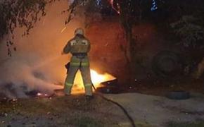 В Ростовской области пожарные продолжают бороться с загоревшейся сухой травой