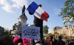 Во Франции в ответ на убийство учителя планируют издать книгу карикатур для лицеев