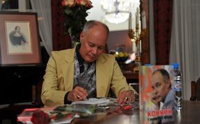 Владимир Конкин назвал бредом слухи о романе с его директором