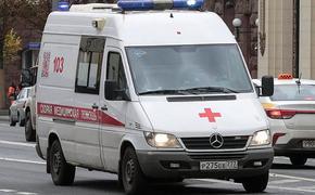В Омске скорая помощь привезла зараженных коронавирусом к зданию Минздрава