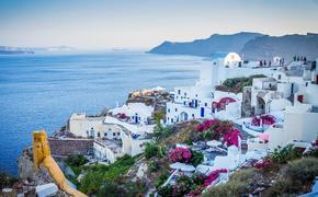 Премьер Греции объявил о закрытии развлекательных заведений на месяц