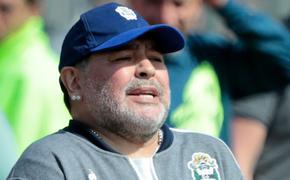 Диего Марадона был госпитализирован в Аргентине, ему трудно говорить и передвигаться