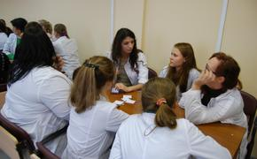 Волонтёры помогают врачам