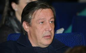 Адвокат Ефремова не подтвердил слухи о том, что его жена подает на развод