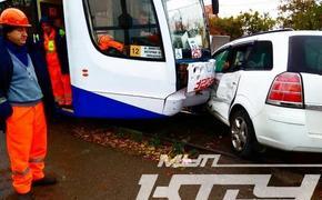 Женщина водитель-врезалась в трамвай в Краснодаре