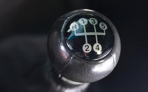 Автоэксперт Кадаков оценил идею допуска к экзамену на водительские права с 16 лет