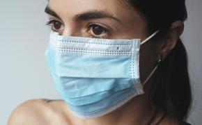 Эпидемиолог рассказал, почему маски и перчатки на улице носить необязательно