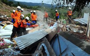 Власти Индонезии эвакуировали из-за землетрясений 15 тысяч человек