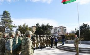 Алиев поднял азербайджанский флаг над городом Шуши