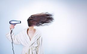 Мясников предупредил, что в некоторых случаях выпадение волос не лечится