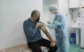 Глава Крыма Аксенов привился вакциной «Спутник V»