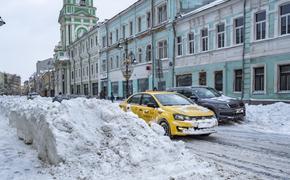 МЧС предупредило москвичей о снегопаде и гололедице ночью и утром