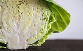 Врач рассказала, кому нельзя есть сырые овощи