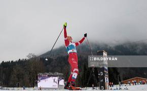 В сети появилось видео, как Большунов победил пятерых норвежских лыжников и стал чемпионом мира
