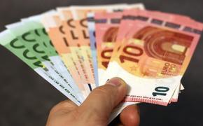 Аналитик прогнозирует, как могут измениться в марте курсы доллара и евро
