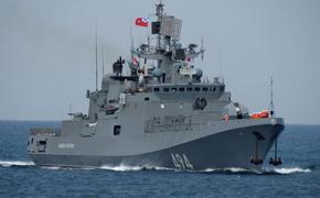 Вооруженные ракетами военные корабли ВМФ РФ и ВМС США встретились у причалов Порта-Судан