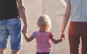 С 1 марта в России изменились правила начисления детских пособий