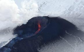 Один из лавовых потоков Ключевского вулкана прекратил движение