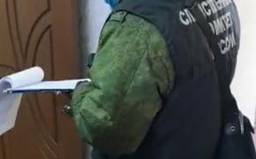 В посёлке Октябрьский Пермского края обнаружены убитыми мать и двое ее детей. По подозрению в убийстве ищут 40-летнего мужчину