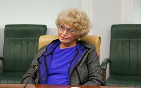 Журналистка в вечернем платье ответила на слова Нарусовой о людях «бомжового вида» на ступеньках СФ
