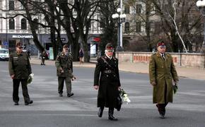 Латышские легионеры возложили цветы у памятника Свободы