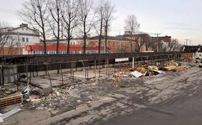 Бригады рабочих начали демонтаж части торговых строений рынка «Знаменский»