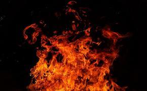 После обстрела из гранатомета коттедж стрелка из Мытищ горит