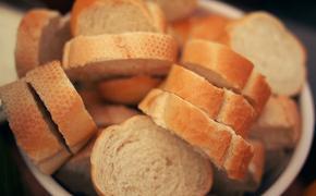 Врач-диетолог Ковальков назвал хлеб продуктом, который «убивает» человека каждый день