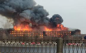 Вертолет приступил к тушению горящей Невской мануфактуры в Санкт-Петербурге