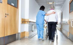 Латвия: в доме престарелых скончалась треть пациентов от коронавируса