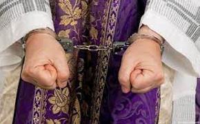 «Не сопротивляйся, дитя, все дела во славу творца»: как священники столетиями насилуют детей