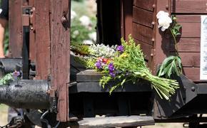 Президенты стран Балтии подготовили коммюнике о депортации