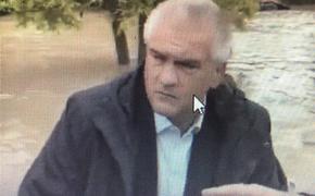 Видео, как глава Крыма Сергей Аксёнов на лодке передвигается по залитому дождём городу Керчь, попало в сеть