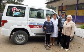Вакцинироваться от COVID-19 пожилым в Приморье помогают соцработники