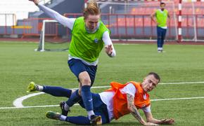 Челябинские футболисты провели открытую тренировку