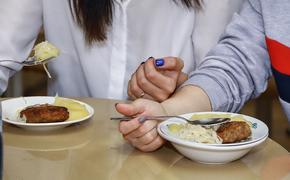 В Совфеде не поддержали идею замены завтраков в школах на денежные сертификаты