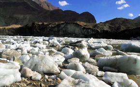В Таджикистане растаяла треть всех ледников