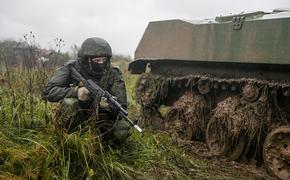 Политолог Ищенко: Россия вряд ли введет сухопутные войска в Донбасс в случае наступления Украины на ДНР и ЛНР