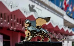 Звезды на открытии Венецианского фестиваля - 2021