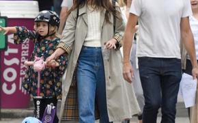 Прогулка в Лондоне: Кира Найтли с мужем и детьми была замечена на улицах города
