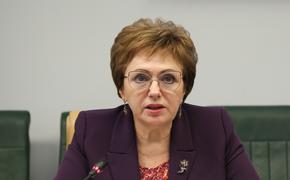 Сенатор Елена Бибикова сообщила о сохранении с 2022 года сельской надбавки к пенсии при переезде пенсионера в город