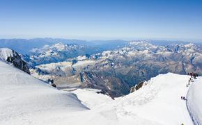 Спасатели приступили к поискам потерявшегося на Эльбрусе на высоте около 5000 метров гражданина США