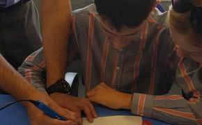 Волгоградские школьники сделали сувениры, используя 3D-ручки