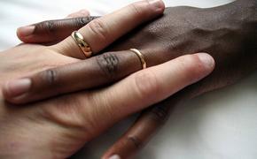 Мигранты в спешном порядке вступают в брак с гражданами России