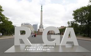 Рига: за неуважение к памятнику Свободы мужчина оштрафован на 1000 евро