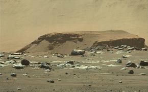 Марсианский кратер Езеро был озером, в которое впадала река
