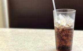 Мясников назвал сладкую газировку самым опасным для здоровья напитком