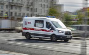 В Москве скорая помощь перевернулась после столкновения с легковой машиной