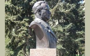 Памятник генерал-лейтенанту Сергею Ниловскому должен быть снесен