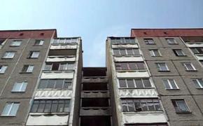 Двое маленьких детей выпали из окна десятого этажа